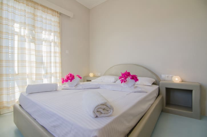 traditional double room in relax setting - Ios - Wikt i opierunek