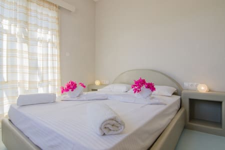 traditional double room in relax setting - Ios