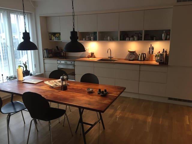 Big and bright apartment in quiet neighborhood - København - Leilighet