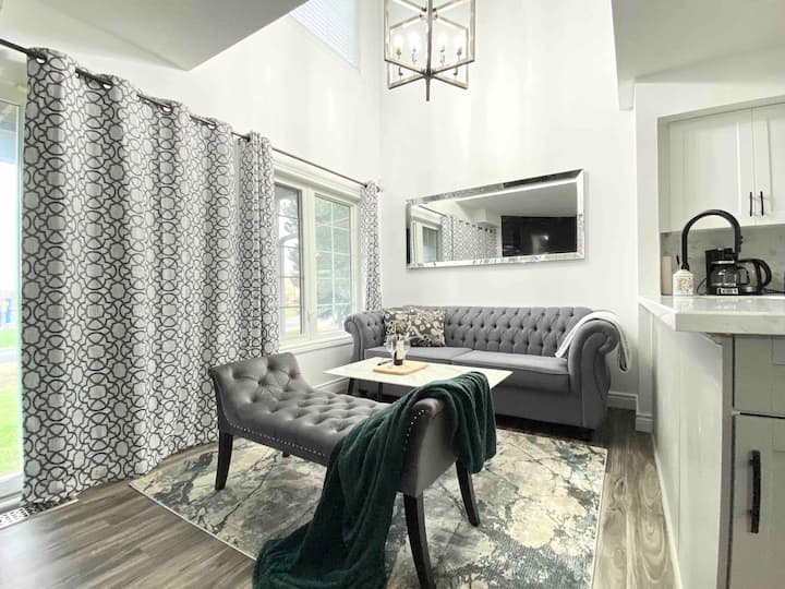 Cozy Modern Townhome / 30+ day stays