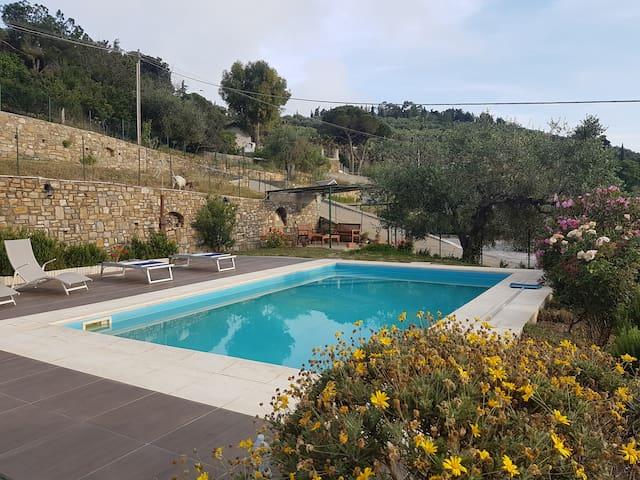 """App. """"Giorgia"""" in villa con piscina a 2km dal mare"""