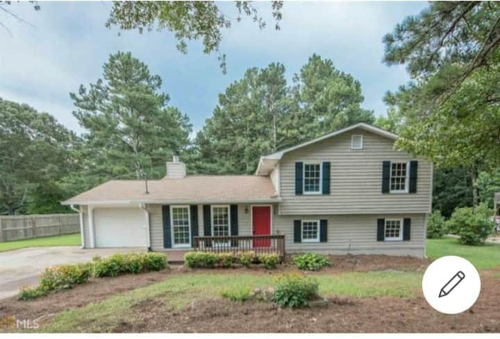 Very clean! Cute, cozy & quiet countryside home!!