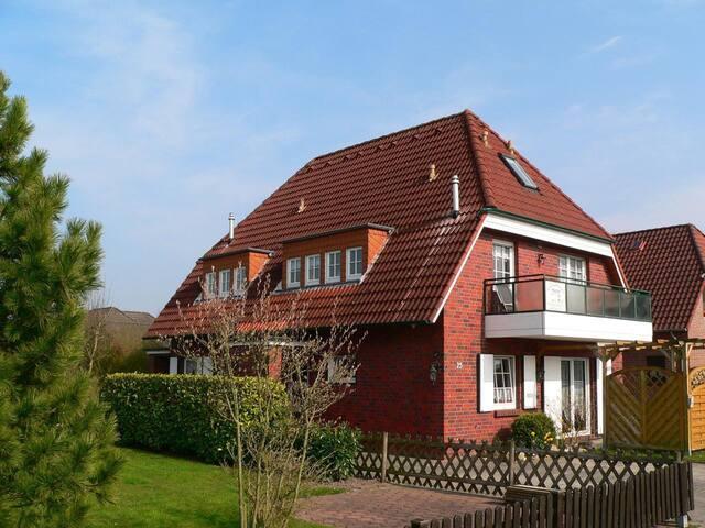 Hooksiel: Fewo Muschel mit Terrasse und Balkon in bester Lage: ruhig, zentral, strandnah gelegen!