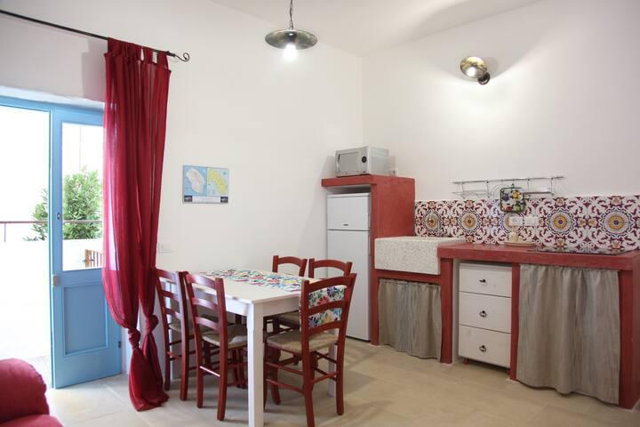 LA CORTE DEI COLORI - Red Apartment