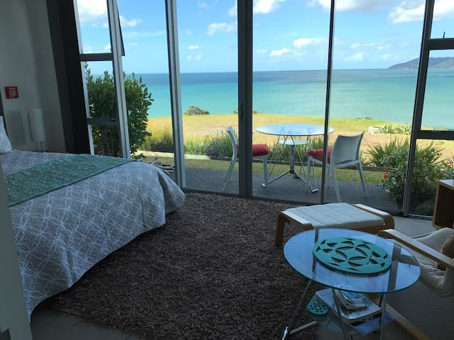 Arrive, Relax, Rejuvenate @ Cable Bay Studio Villa - Cable Bay
