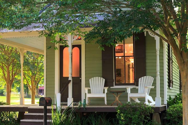 Cajun Vintage Cottage - Maison D'Memoire B&B