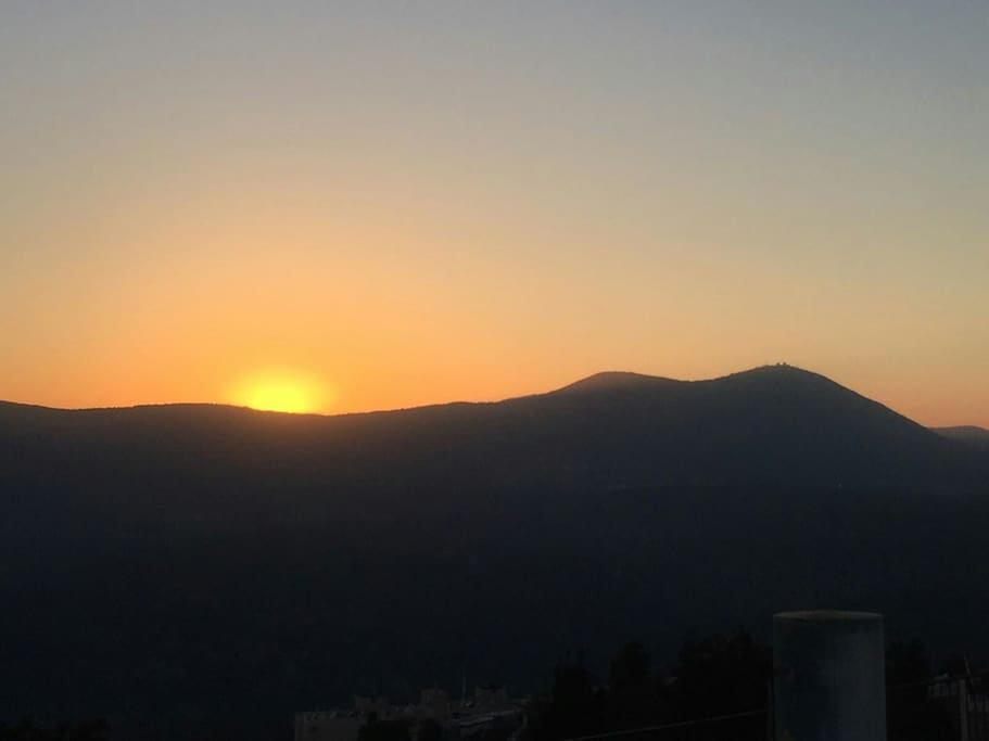 INN Tzfat's sky-wide view- watch the Sun Set right from the living room!!