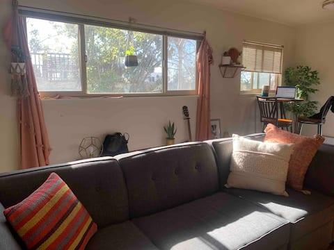 Lovely BoHo One Bedroom unit in Elmwood, Berkeley