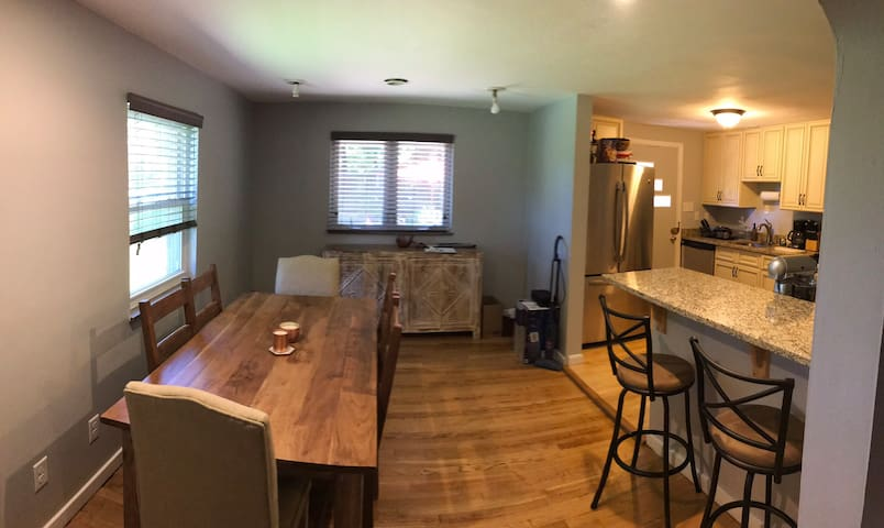 Spaceous 3 Bedroom House in the Heart of Shadyside