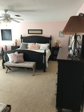 Large room  with  Kingbed