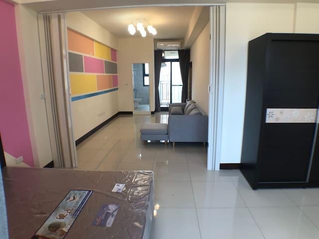 全新渡假工作沙發客廳雙人房