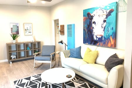 Splendid Palms Apartment.  Central to all of LA