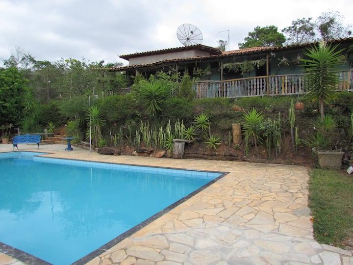 Sítio com piscina, bem pertinho de Belo Horizonte.
