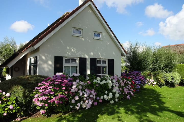 Cosy Holiday Home in Steendam with Sauna