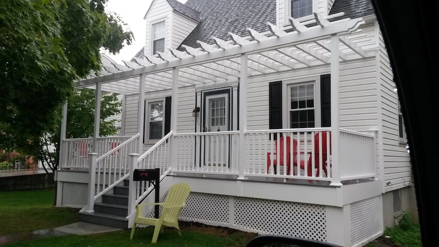 Charming Suite of Rooms in House - Towson - Dom