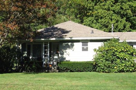 Charming cul-de-sac ranch home - Williamstown - Haus