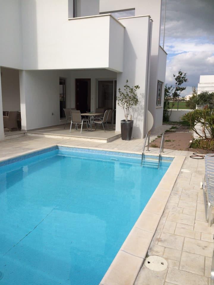 2 bedroom detached villa