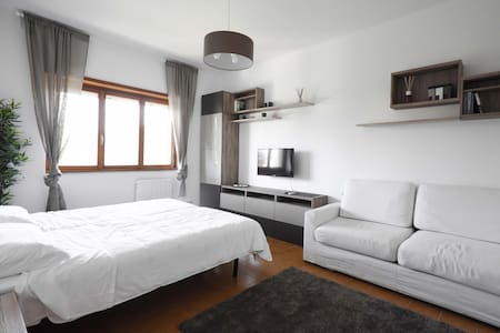 New room, minimal design