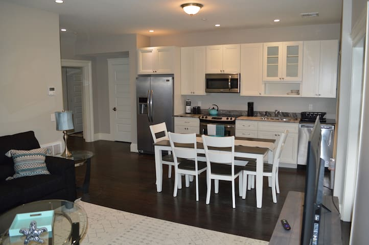 Luxury mid-rise in heart of financial district #6B