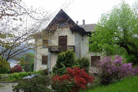 20thcentury house with huge garden - Miasino - Huvila