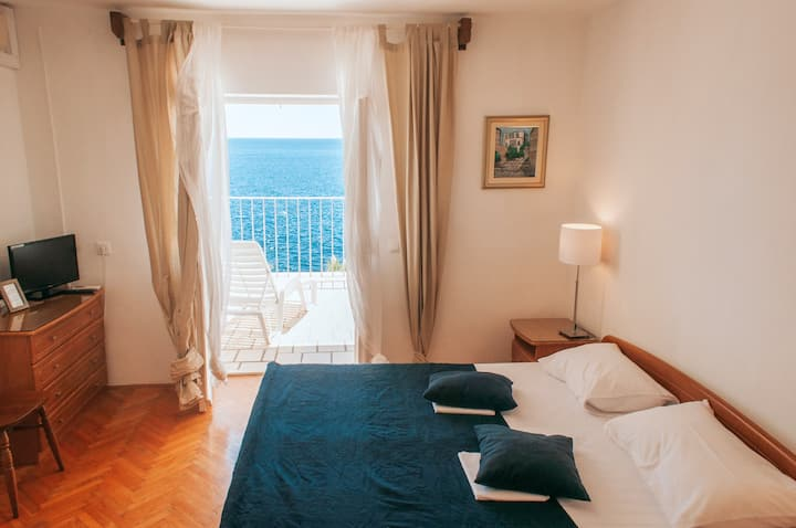 Hvar Cosy and Bright Studio Apartment with a View