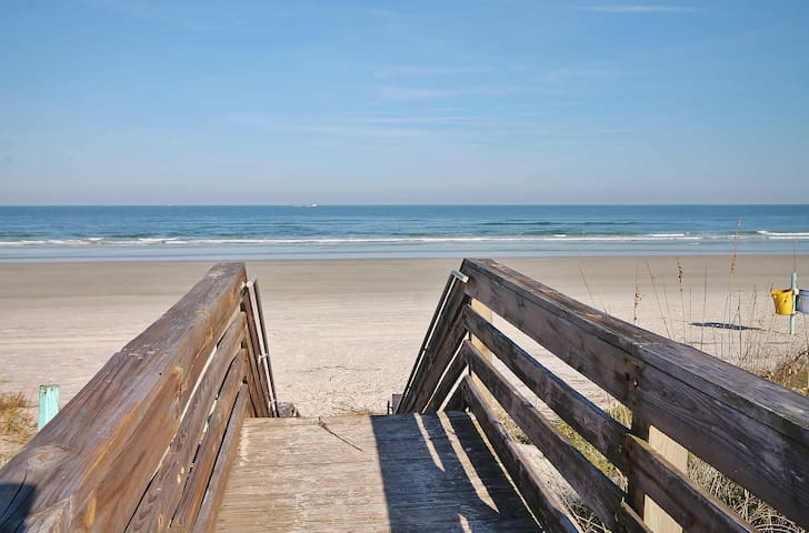 Spacious oceanfront condo on New Smyrna Beach