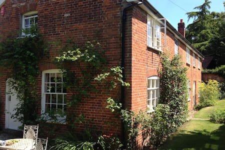 Rural idyll, Crown House Bed & Breakfast Room 2 - Great Glemham - Bed & Breakfast