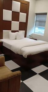 Luxury Rooms for u in multan 03054627221 PKR4000