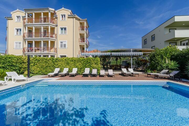 One bedroom apartment with terrace Trogir (A-16509-a)