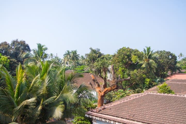 Apartment by the Sea, Candolim Beach, Goa