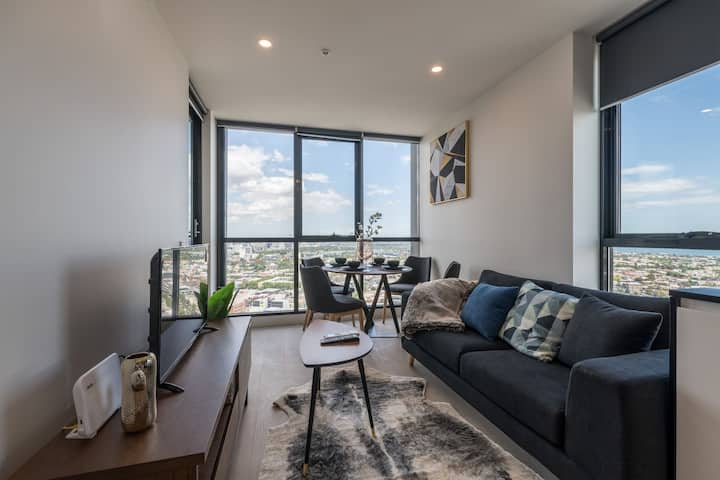 Southbank Bay View 2 Bed 2 Bath @The International
