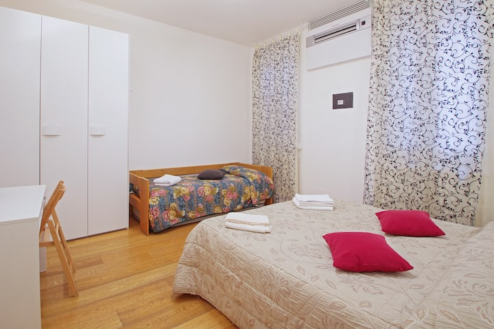 Comfortable Double Room in the town center