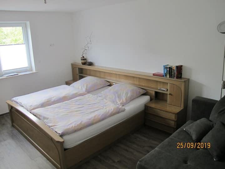Klimatisiertes Schlafzimmer mit Bad