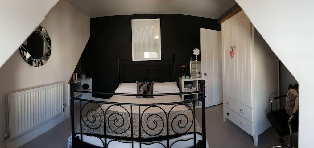 Lovely Modern Double Bedroom