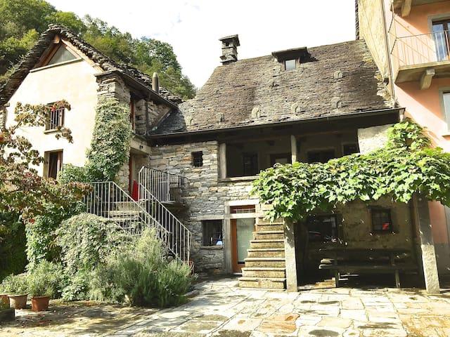 Rustico im Maggiatal nah von Ascona und Locarno - Maggia - บ้าน