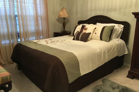 *New Listing* Cozy room w/ parking in modern home! - Evesham Township - 连栋住宅