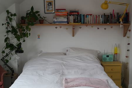 Quiet, large, sunny big bedroom with en-suite.