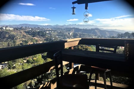 Cozy Hills retreat 7 min from WEHO