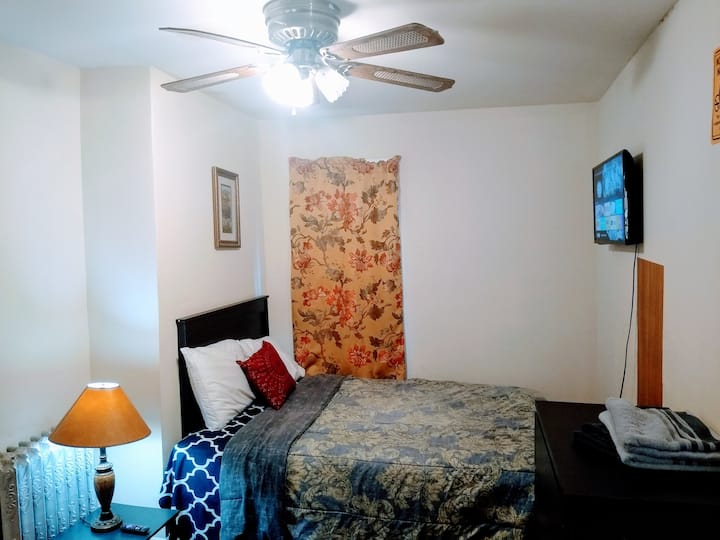 Nice Private Room2/Parking/Smart TV/ WEEKLY $217