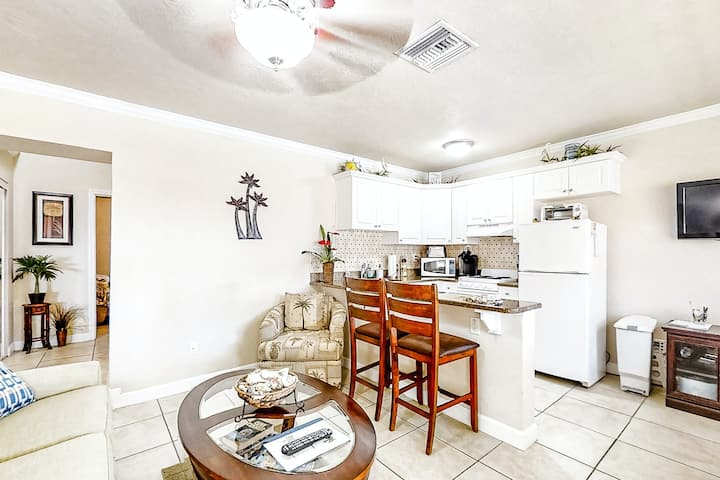 Bright Coastal Condo Near the Beach W/ Shared Pool, High-Speed WiFi & More!