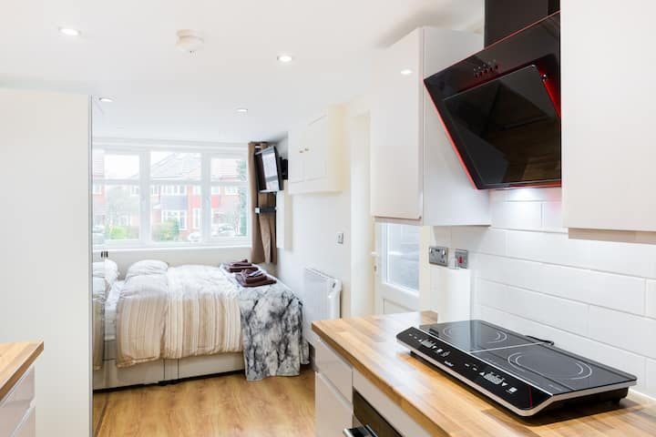 Modern Studio flat - Good links to NEC/Airport/JLR