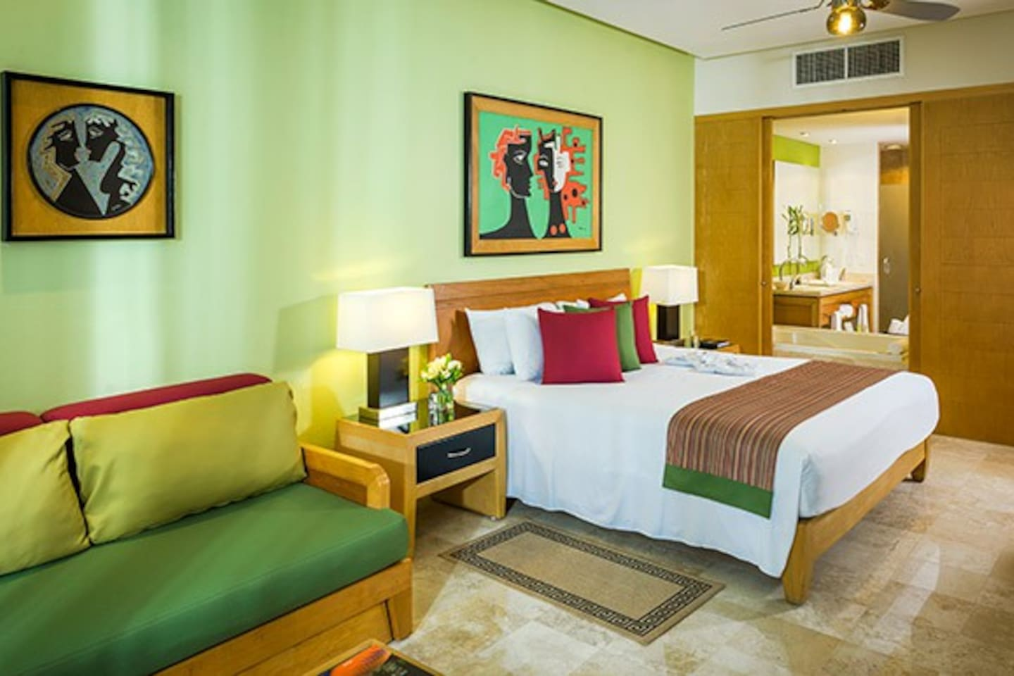 Room design, the guest can choose either one king bed or two queen beds.