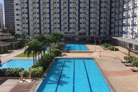 SM LIGHT Condo w/ Mall, MRT, Wifi - Apartment