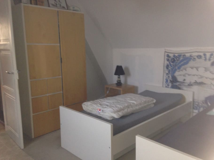 chambre chez l 39 habitant 1h10 de paris apartments for rent in laval pays de la loire france. Black Bedroom Furniture Sets. Home Design Ideas