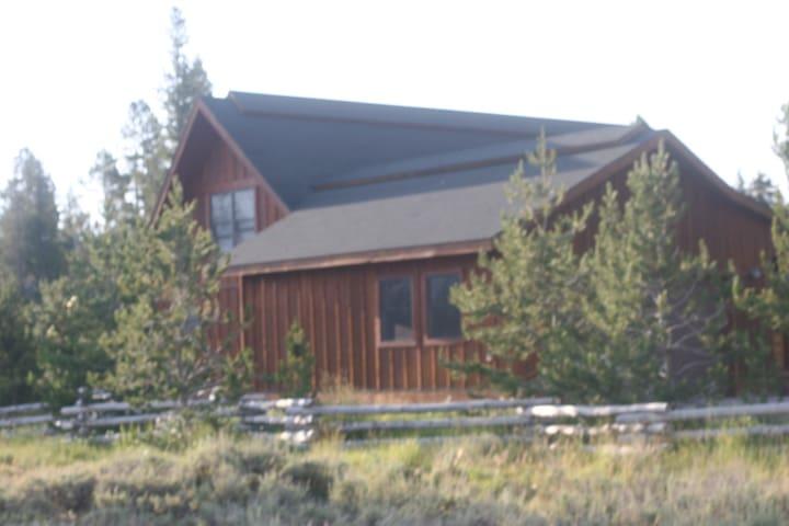 Smiley Creek Family Cabin