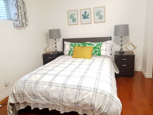 Cozy &beautiful basement suite  near the mall