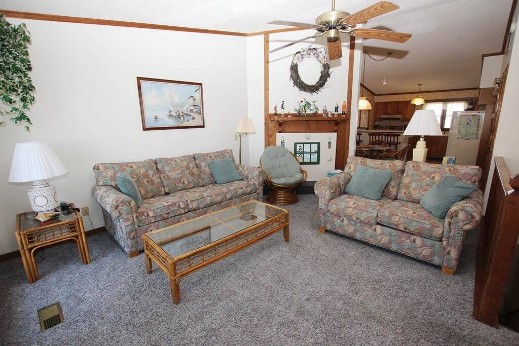 Couch,Furniture,Lamp,Table Lamp,Indoors