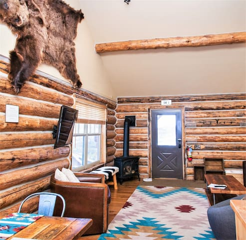 SKI-IN/SKI-OUT- Cowboy Heaven Cabin - *HOLIDAY DATES STILL AVAILABLE*