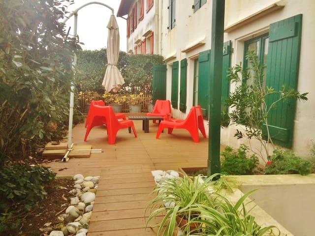 T3 coeur de Guethary,terrasse,jardin,plage à pied