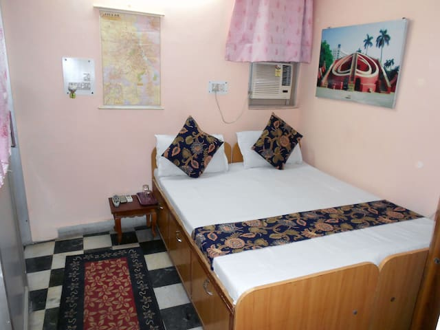 Mystique Moments Budget  Single AC Room Ensuite - New Delhi